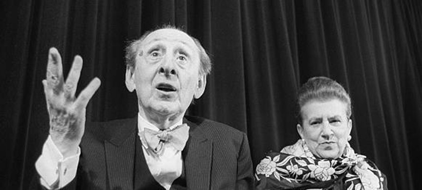 PARIS, FRANCE — MAY 8: US Ukrainian born pianist Vladimir Horowitz gives a press-conference next to his wife Wanda Toscanini 08 May 1985 in Paris. Horowitz died 05 November 1989. AFP PHOTO / DOMINIQUE AUBERT (Photo credit should read DOMINIQUE AUBERT/AFP via Getty Images)
