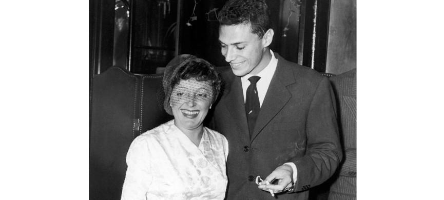 Жорж Мустаки с Эдит Пиаф в Нью-Йорке в 1958 году. Мустаки написал текст к «Милорду», одному из главных хитов Пиаф