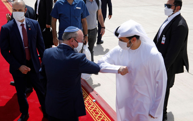 <p>epa08638970 Israeli National Security Advisor Meir Ben-Shabbat elbow bumps with an Emirati official as he makes his way to board the plane to leave Abu Dhabi, United Arab Emirates, 01 September 2020. A US-Israeli delegation led on the US side by the US President's son-in-law and White House advisor Kushner came to visit the United Arab Emirates for talks on the first-ever commercial flight from Israel to UAE the previous day. EPA/NIR ELIAS / POOL (MaxPPP TagID: epalivefour989307.jpg) [Photo via MaxPPP]</p>