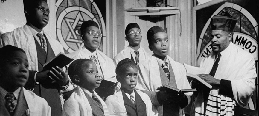 <p>Jewish African American children singing in the synagogue choir. (Photo by Leonard Mccombe/The LIFE Images Collection/Getty Images)</p>
