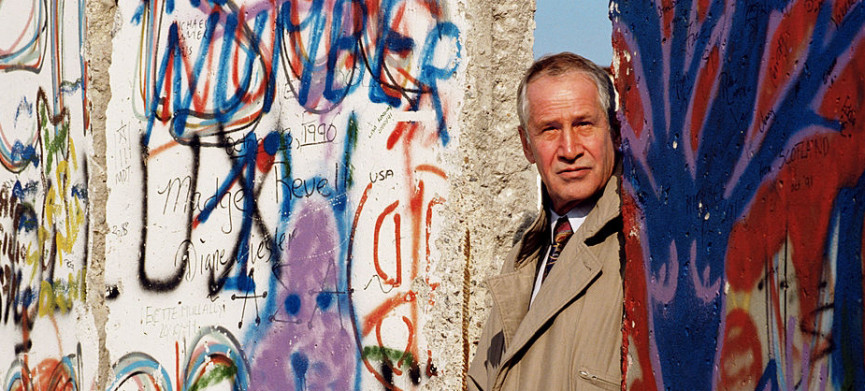 <p>BERLIN, GERMANY - MARCH 1991: East-German spy master Markus Wolf photographed at the Berlin Wall. (Photo by Tom Stoddart/Getty Images)</p>
