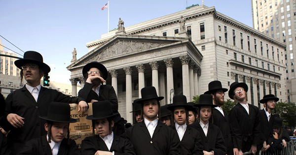 jewish assimilation First, the single most visited site is the jewish museum, which, in fact, is a series of four remarkable synagogues (maisel, spanish, pinkas, and klausen), the legendary old jewish cemetery, the.